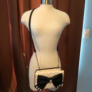 Crossbody Betsy Johnson purse